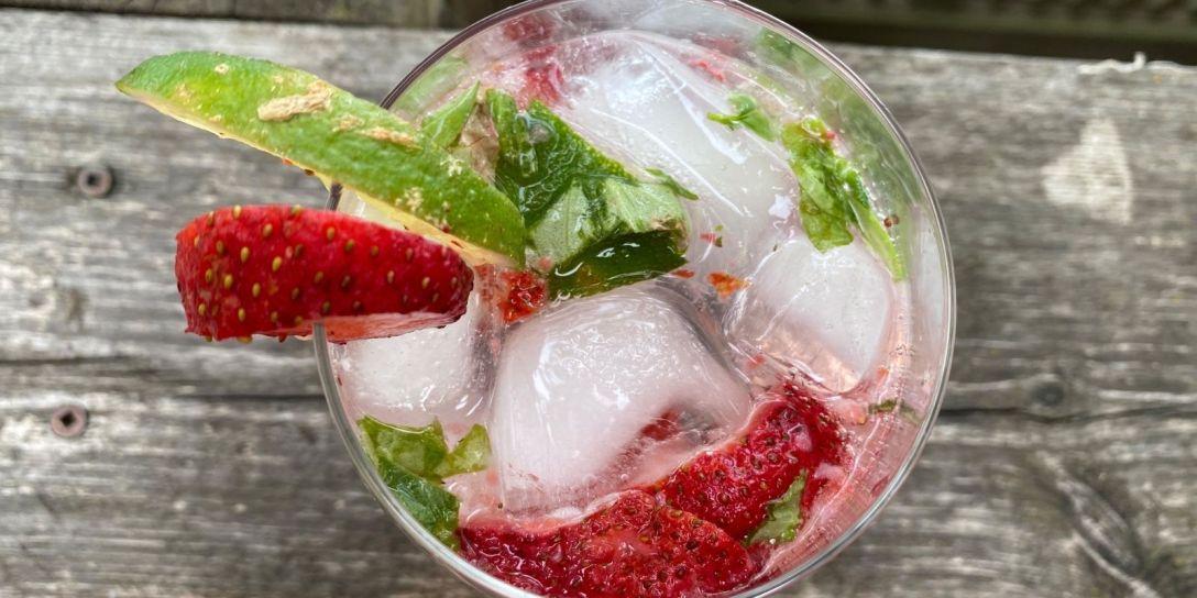 Non-Alcoholic Strawberry-Lime Fizz Mocktail Recipe