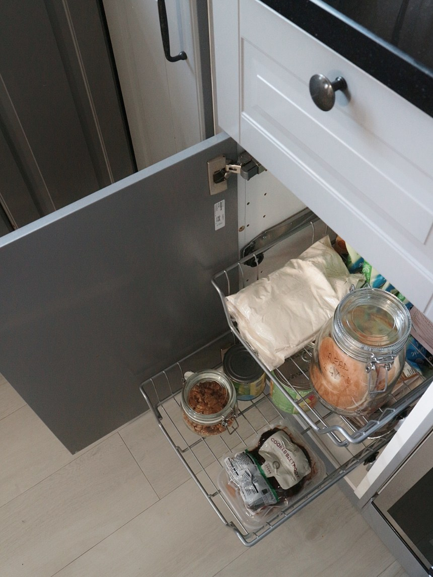 pull out drawer kitchen for loose items
