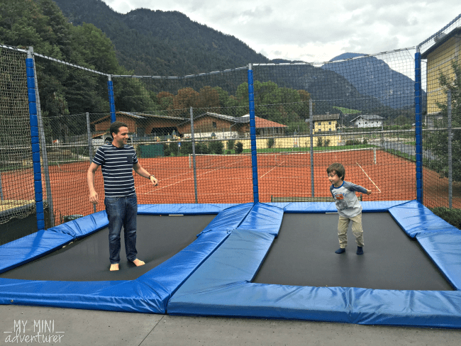 kinderhotel-trampoline