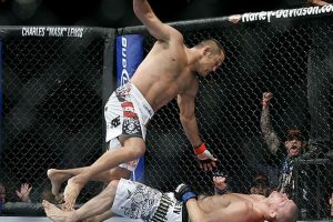 Dan Henderson knocks out Michael Bisping at UFC 100