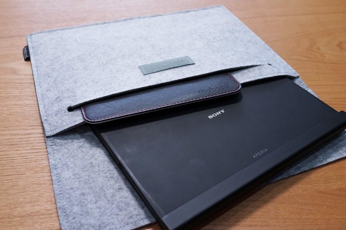 dodocool MacBook用 12インチフェルト素材のソフトケースレビュー 10インチの物を入れてみたところの写真