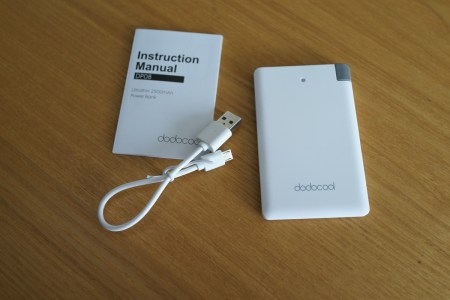 【50%割引コード有】dodocool 2500mAh モバイルバッテリー 軽くて薄いiPhone用アダプタ付き