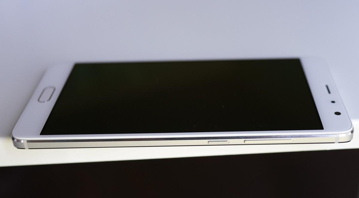 Xiaomi Redmi Pro外観写真5