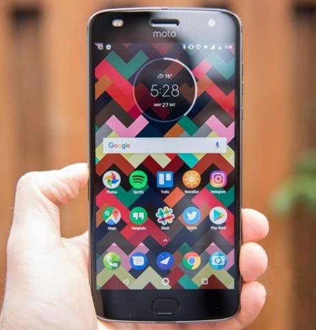 Lenovo Moto Z2 Play スペックレビュー  光学10倍ズームカメラにトランスできる!