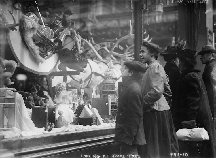Christmas In New York At The Turn Of The Century In 25