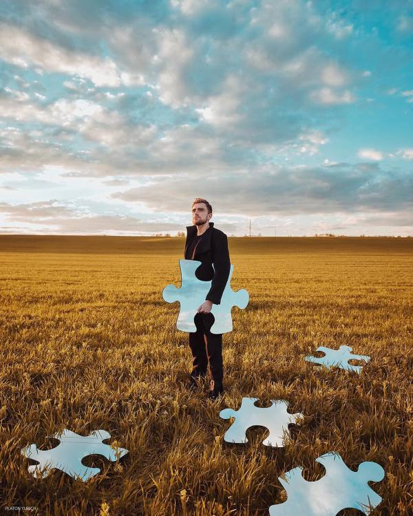 Dreamlike Conceptual Photography Merges Surrealism with