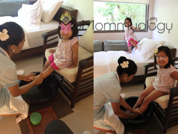 Talk about spoiled... look at these two princesses getting a welcome foot massage!