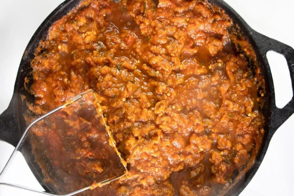 Mashed aubergines in tomato sauce