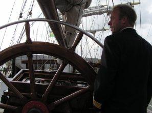 De kapitein, we varen uit