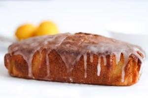 Lemon drizzle cake glazed with icing