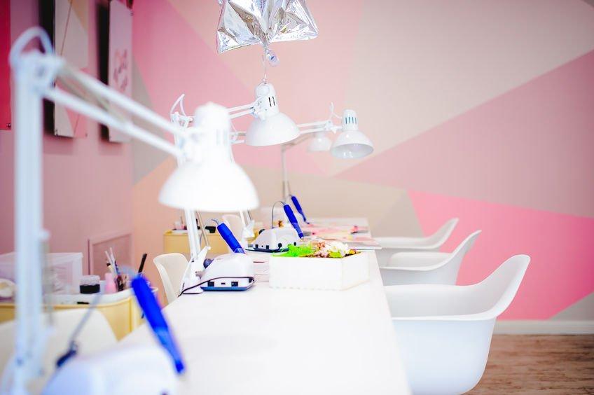 6 Creative Nail Salon Design Ideas