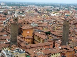 Bologna-San_Pietro_visto_dalla_Torre_degli_Asinelli
