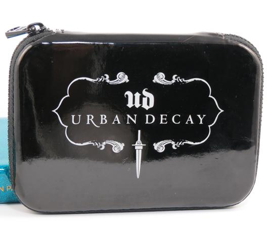 Urban-Decay-Dangerous-Palette-1