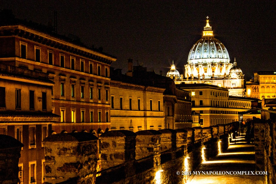 Picture of Castel Sant' Angelo at night.