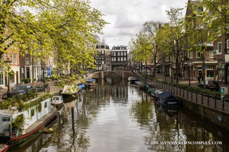 Picture of Amsterdam canal.