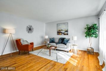 Picture of vacant living room staging with oranges and blues