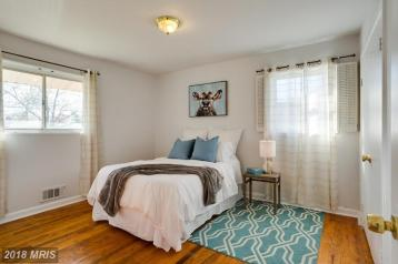 Picture of vacant bedroom staging