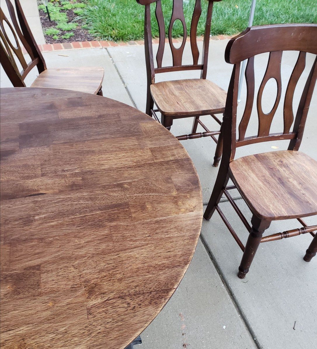 Picture of refinishing round table and chairs after stain removal