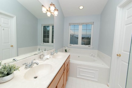 Picture of home staging of a vacant master bathroom of a townhouse