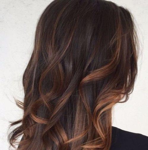 chocolate y caramelo balayage color de pelo