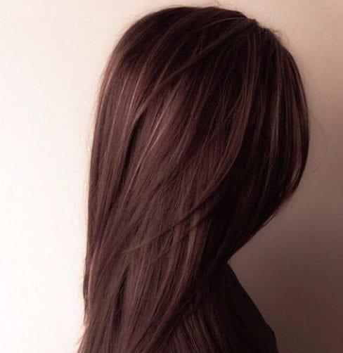 el chocolate oscuro con oro balayage color de pelo