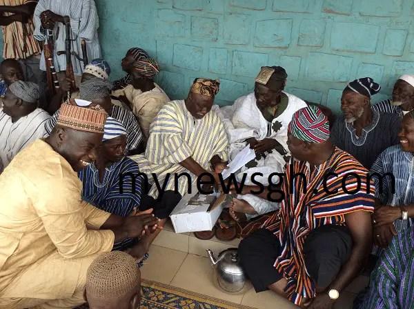 Mahama Donates 50k and 150 bags of cement to Nayiri