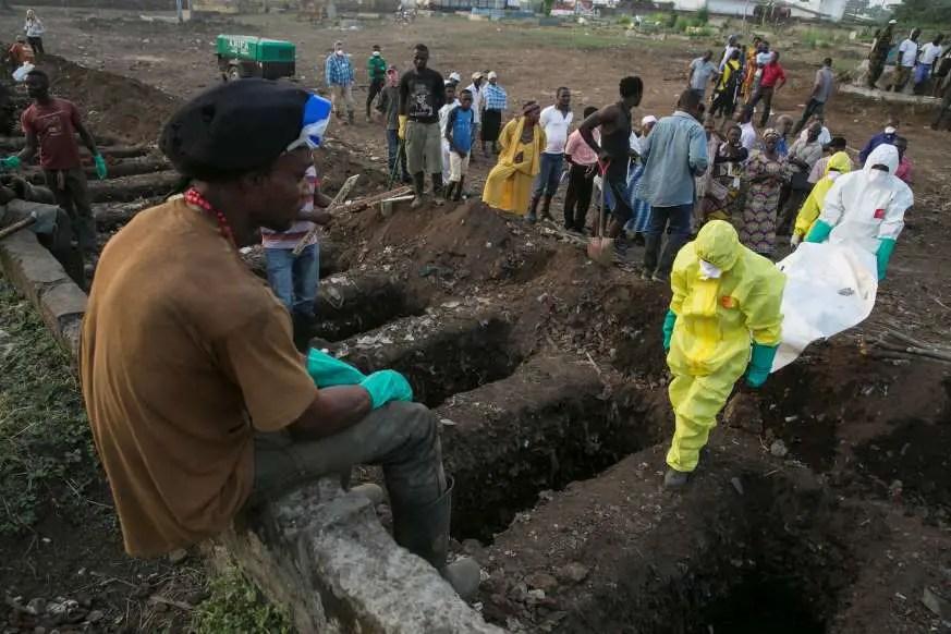 Mass burial for Sierra Leone mudslide victims