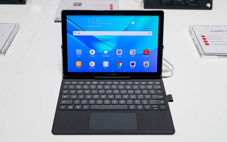 Huawei MediaPad M5 10 with keyboard