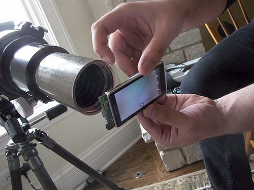 Amazing! Nokia N8 Astrophotography – modified N8 looks out