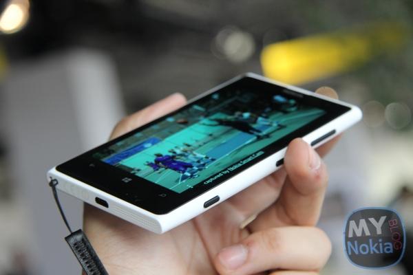 MNB IMG_0407 Nokia Lumia 1020 White
