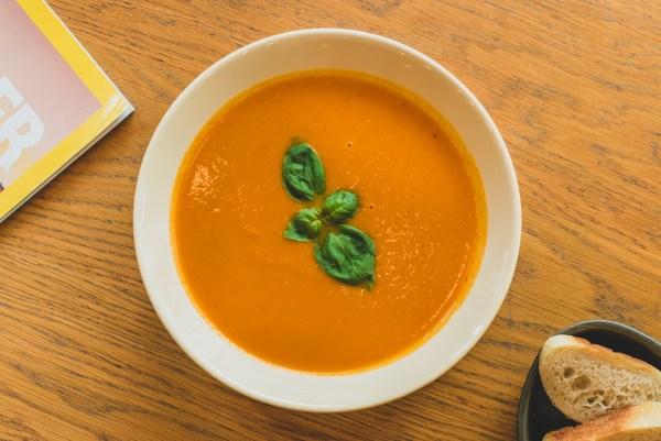 Supă cremă de roșii cu praz