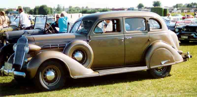 1936 Chrysler Airstream 4-Door Sedan