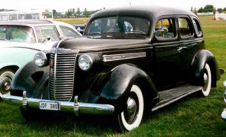 1938 Nash 3828 Ambassador 4-Door Sedan