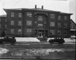 Historic photo of the Uintah Apartments at 720 Park Avenue. This apartment building has formal south, east and west entrances with a private northern entrance for tenants. This appears to be the eastern door. Creator: Bostwick, Louis (1868-1943) and Frohardt, Homer (1885-1972). Publisher: The Durham Museum. Date: 1929.