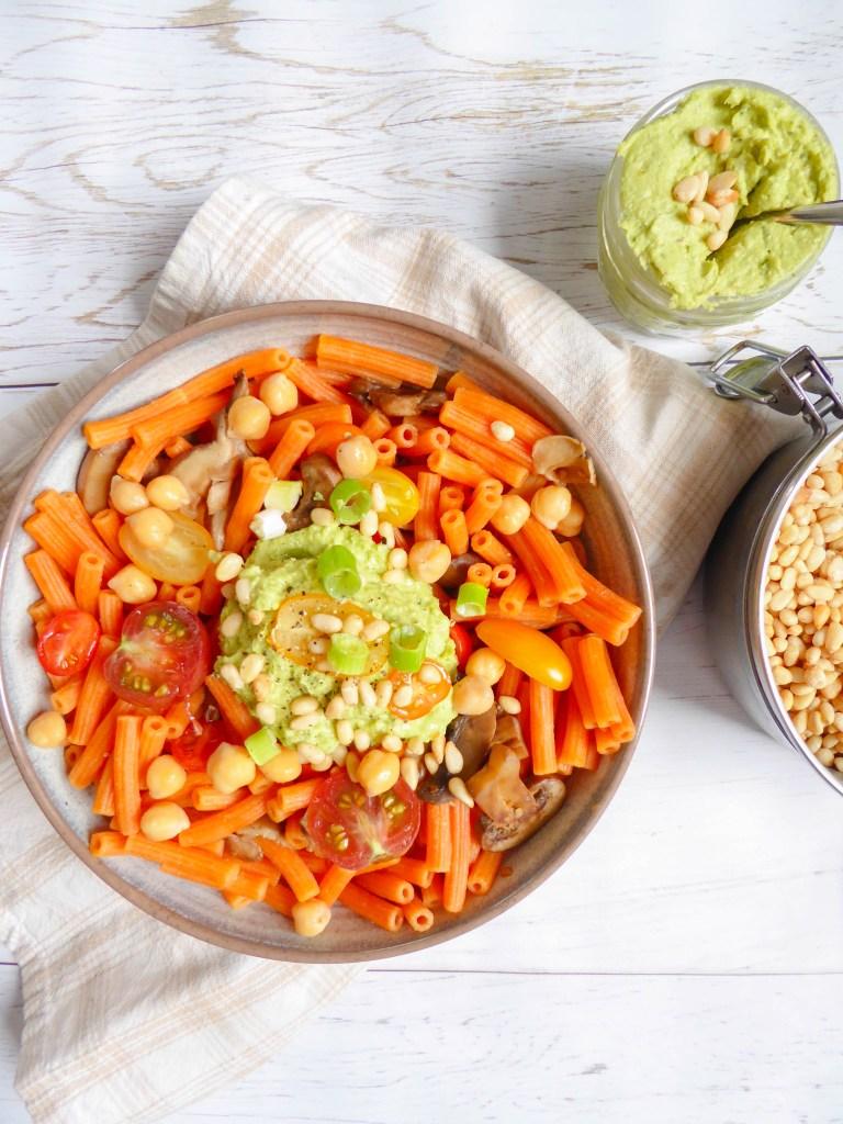 Avocado chickpeas pesto pasta - super healthy pasta version topped with an avocado chickpeas pesto vegan and gluten free!