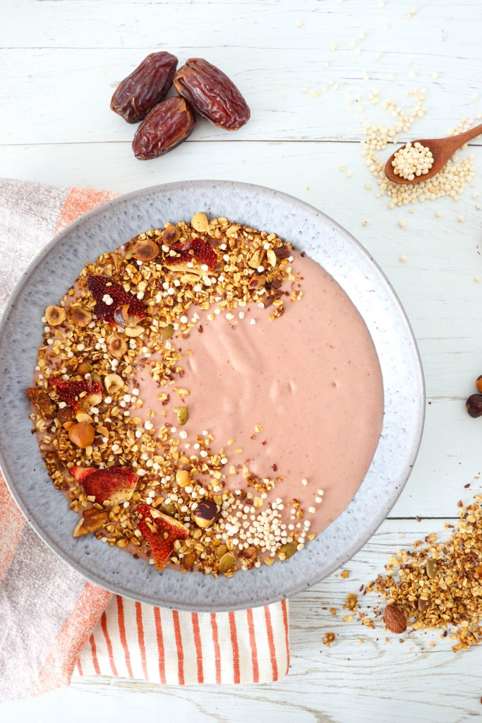 PROTEIN POWER SMOOTHIE BOWL - Vegan gluten-free high in protein breakfast bowl. Contains protein, fat and fibers.