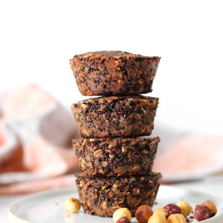 4-ingredient protein quinoa cups - healthy gluten-free and vegan snack or breakfast on the go. Naturally sweet.