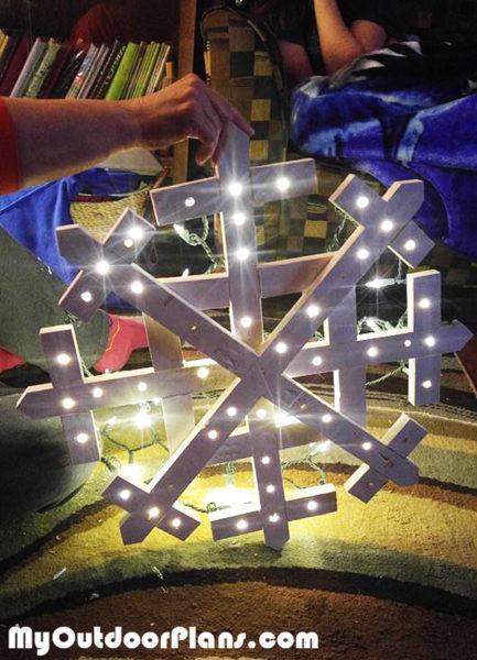 Diy Wood Snowflake Myoutdoorplans Free Woodworking