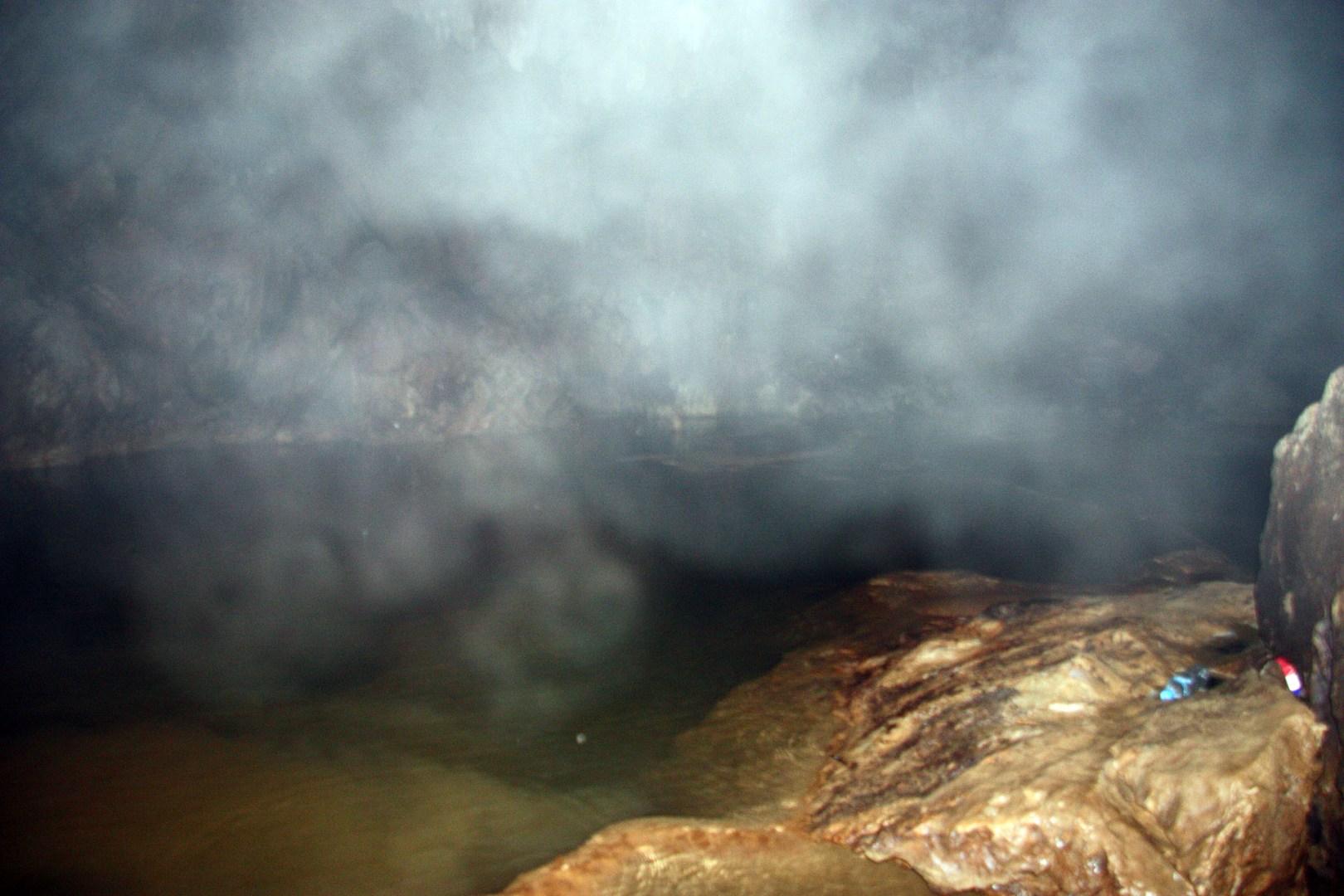 Dust 2km in - Vang Vieng