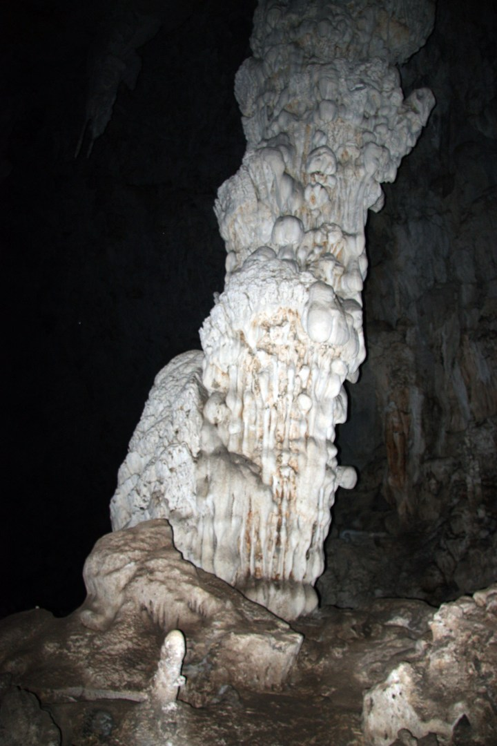 Tham Lot Cave-Column cave