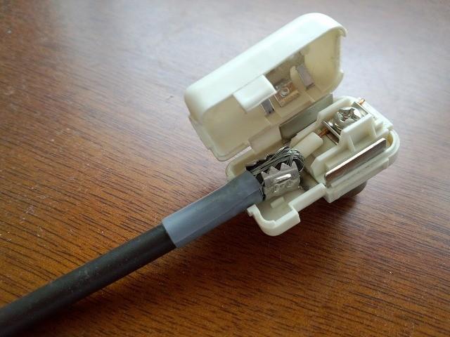 テレビからBSアンテナへの電源供給がしばしば停止する~フィーダー変換タイプはトラブルの元なのでF型を使おう