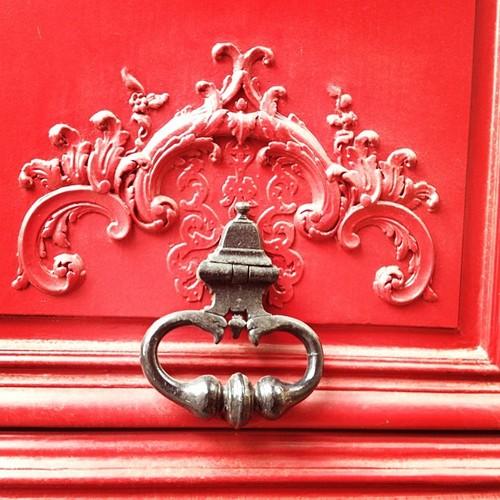 red door caisse d'epargne paris