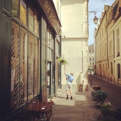 vintage store in the marais paris