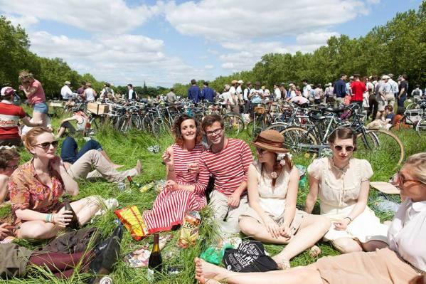ride beret baguette june to do paris 2015