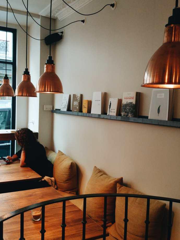 cosy coffee shop paris abbesse montmartre