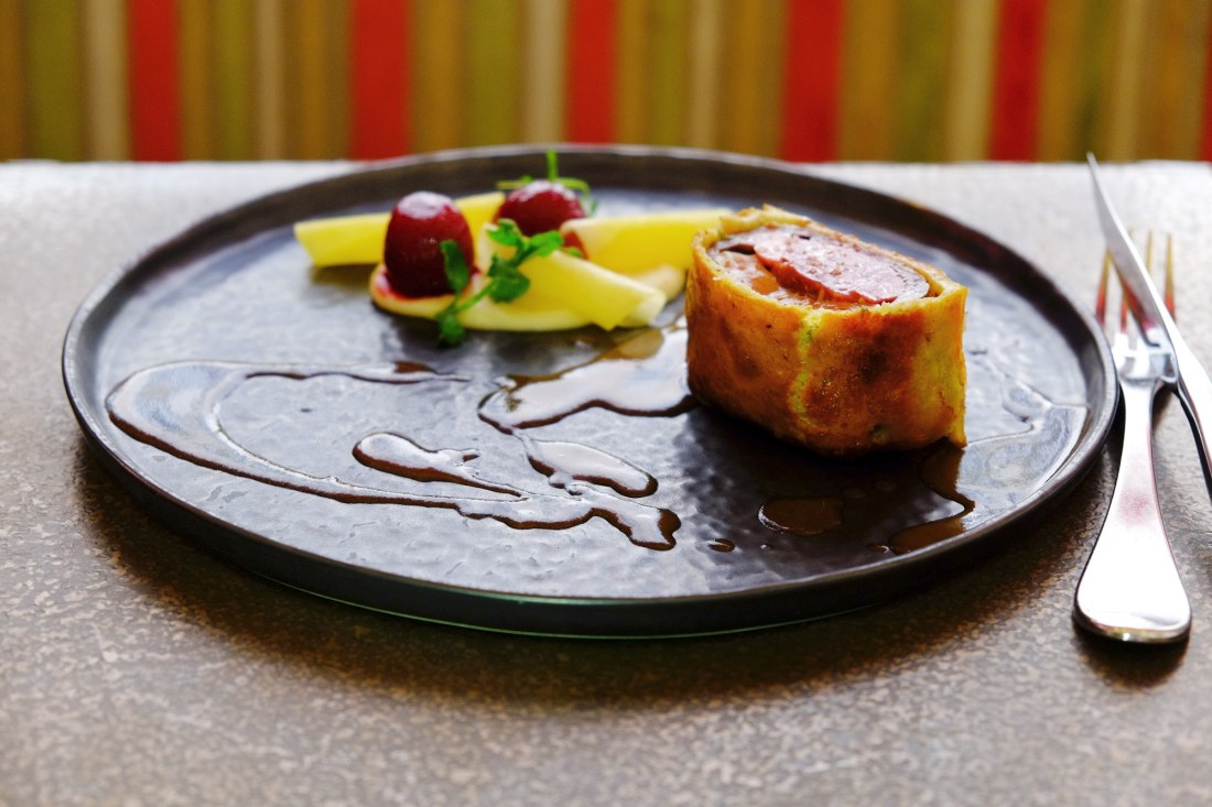 review - elegant dinner in paris