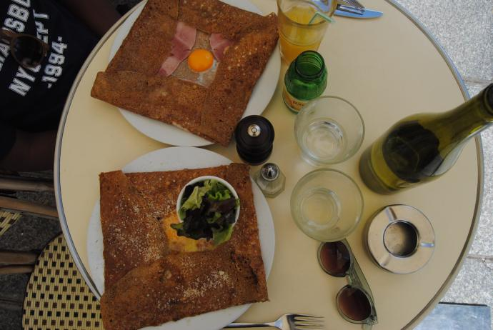 crepes close to luxembourg gardens