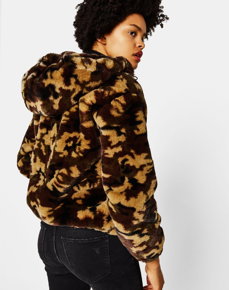 look-manteau-fausse-fourrure-shop-camouflage-marron-bershka