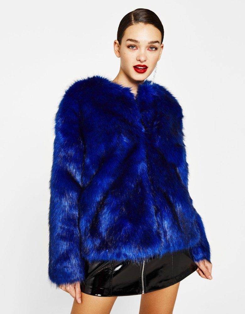look-manteau-fausse-fourrure-shop-bleu-electrique-bershka