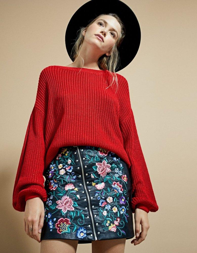 look-manteau-classe-jupe-simili-cuir-broderies-stradivarius-shopping